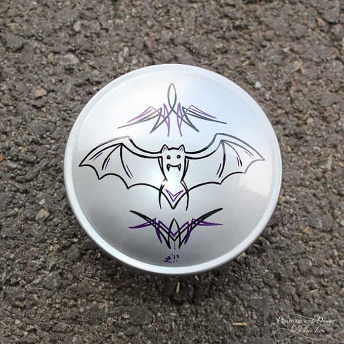 Pinstriping of a bat on a fuel cap